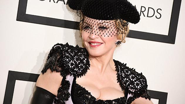 Madonna weiß auch noch mit fast 57 Jahren, wie sie alle Blicke auf sich zieht. (Bild: Jordan Strauss/Invision/AP)