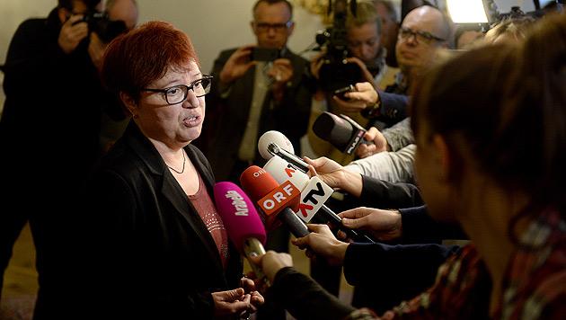 """Gesundheitsministerin Oberhauser geht es """"den Umständen entsprechend"""". (Bild: APA/ROLAND SCHLAGER)"""