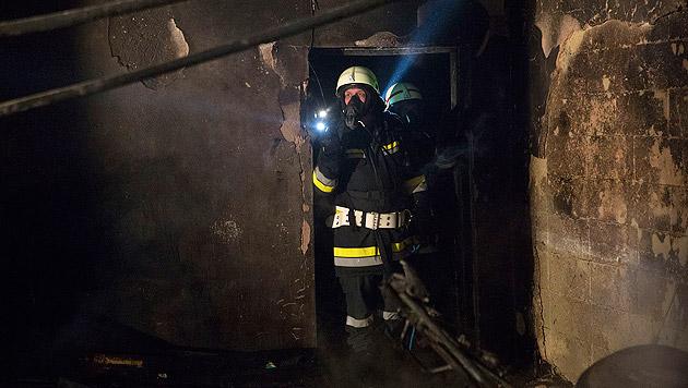 Mann stirbt nach Garagenbrand im Krankenhaus (Bild: BFK Krems/Manfred Wimmer)