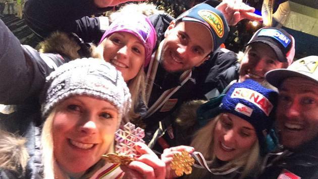 Und ein Selfie mit den Medaillen darf natürlich nicht fehlen. (Bild: facebook.com/Nicole Hosp)