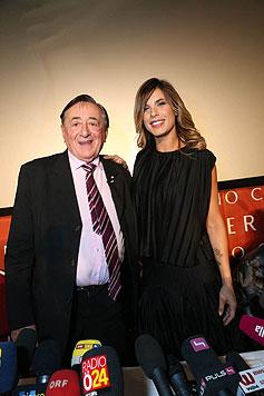 Elisabetta Canalis mit Richard Lugner (Bild: APA/HELMUT FOHRINGER)