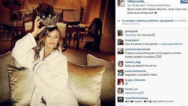 Auf Instagram hat Canalis ein Foto von sich aus ihrem Hotelzimmer in Wien gepostet. (Bild: instagram.com/littlecrumb_/)