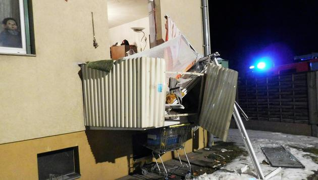 Mann bei Explosion in Wohnung schwer verletzt (Bild: APA/FF LEOBEN-STADT/UNBEKANNT)