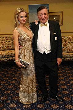 """Cathy """"Spatzi"""" Lugner an der Seite ihres Mannes Richard Lugner vorm Opernball (Bild: Starpix/Alexander TUMA)"""