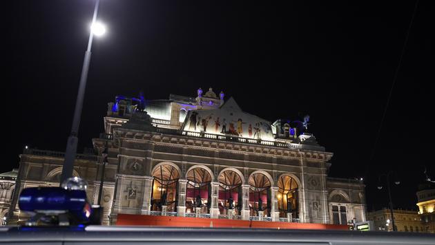 Die Wiener Staatsoper in der Opernballnacht 2015 (Bild: APA/HERBERT P. OCZERET)