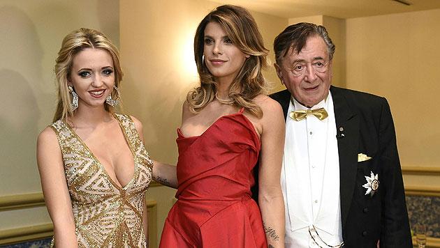 Cathy Lugner, Elisabetta Canalis und Richard Lugner (Bild: APA/HERBERT P. OCZERET)
