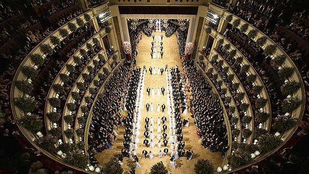 Der Ballsaal der Wiener Staatsoper während der glanzvollen Eröffnung (Bild: APA)