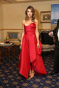 Elisabetta Canalis feierte am Opernball in einer feuerroten Robe von Vivienne Westwood. (Bild: Starpix/Alexander Tuma)