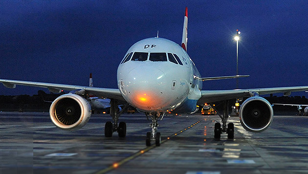 Terroralarm an Bord von AUA-Flieger in Schwechat (Bild: APA/HELMUT FOHRINGER)