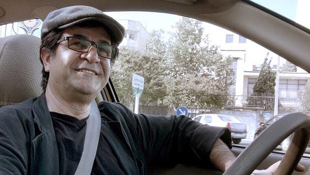 "Jafar Panahi in seinem preisgekrönten Film ""Taxi"" (Bild: APA/EPA/BERLINALE 2015)"