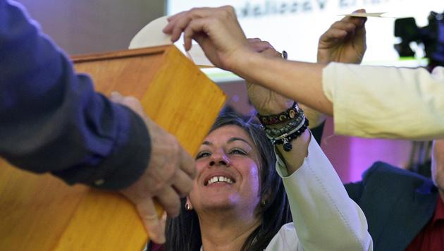 Maria Vassilakou bei der Stimmabgabe bei der 73. Landesversammlung der Grünen (Bild: APA/HANS PUNZ)
