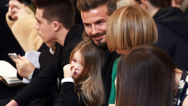 Harper Beckham kann der Unterhaltung ihres Papas mit Anna Wintour nichts abgewinnen. (Bild: AFP)
