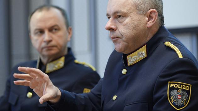 Generaldirektor für öffentliche Sicherheit, Konrad Kogler (li.), und Cobra-Chef Bernhard Treibenreif (Bild: APA/ROBERT JAEGER)