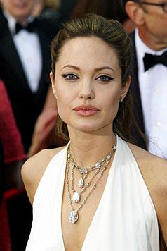 Angelina Jolie sorgte mit dem Kuss mit ihrem Bruder für Liebesgerüchte. (Bild: AP)