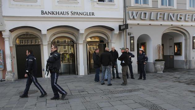 Die beiden Täter wurden in einem Hotel am Linzer Hauptplatz vermutet - allerdings vergeblich. (Bild: Chris Koller)
