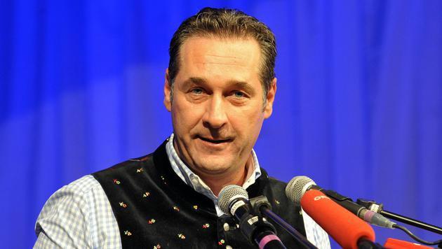 Aschermittwoch: Strache greift bei vier Wahlen an (Bild: APA/Manfred Fesl)