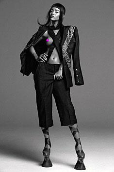 Auf einem der Motive zeigt sich Rihanna auch oben ohne. (Bild: twitter.com/anothermagazine)