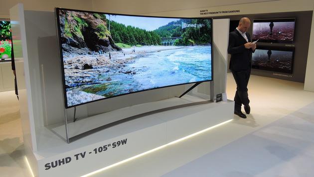 Fernseher werden immer größer - ein solcher 105-Zöller bleibt für viele aber vorerst Wunschdenken. (Bild: Sebastian Räuchle)