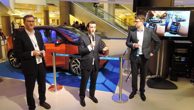 Wie sich das Auto mit Mobilgeräten wie der Galaxy Gear vernetzt, zeigte Samsung anhand des BMW i3. (Bild: Sebastian Räuchle)