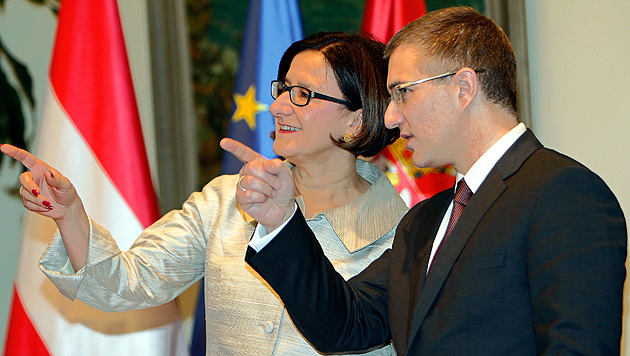 Mikl-Leitner und ihr serbischer Amtskollege Nebojsa Stefanovic (Bild: APA/EPA/KOCA SULEJMANOVIC)