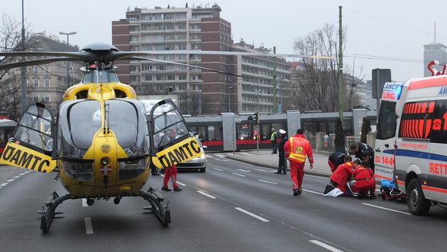 Der ÖAMTC-Rettungshelikopter war am Schwedenplatz vor Ort. (Bild: ÖAMTC)