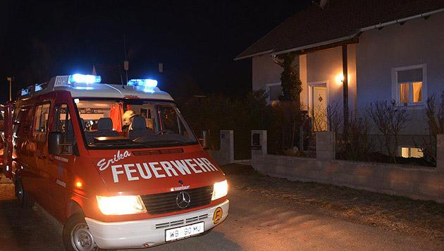Baby und vier Erwachsene nach CO-Unfall im Spital (Bild: Einsatzdoku.at)