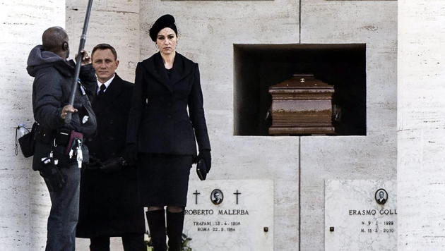 Monica Bellucci und Daniel Craig bei den Bond-Dreharbeiten in Rom (Bild: EPA)