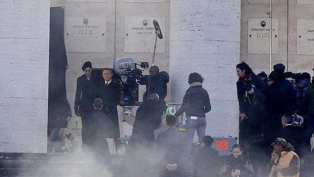Monica Bellucci und Daniel Craig bei den Bond-Dreharbeiten in Rom (Bild: AP/Gregorio Borgia)
