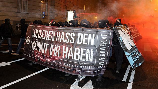 """NOWKR aufgelöst - nun """"Offensive gegen Österreich"""" (Bild: APA/HERBERT P. OCZERET)"""