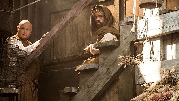 Conleth Hill als Varys und Peter Dinklage als Tyrion Lannister (deutsch: Tyrion Lennister) (Bild: © © HBO/Helen Sloan)
