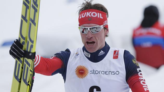 Russe Maxim Wylegschanin erobert Gold im Skiathlon (Bild: AP/Matthias Schrader)