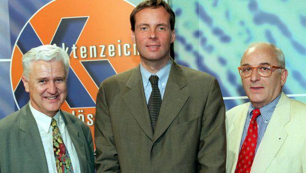 """""""Aktenzeichen: XY ... ungelöst""""-Moderator Konrad Tönz (rechts) ist tot. (Bild: Ursula Dueren/EPA/picturedesk.com)"""