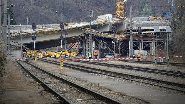 Brückeneinsturz: Verdacht auf Gemeingefährdung (Bild: APA/ERWIN SCHERIAU)