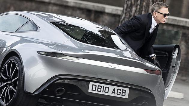 """James Bond und sein Aston Martin beim """"Spectre""""-Dreh in Rom (Bild: APA/EPA/ANGELO CARCONI)"""