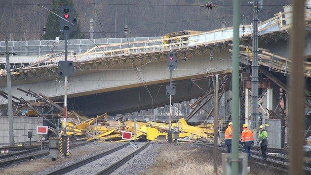 Nach Brückeneinsturz: S35 wieder befahrbar (Bild: Jürgen Radspieler)