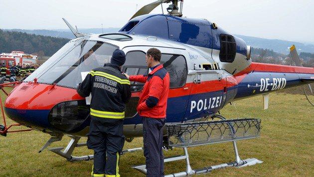Bei der Lagebesprechung (Bild: Feuerwehr Mooskirchen)