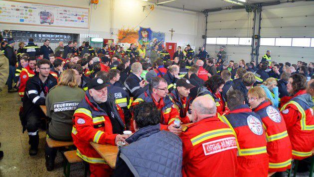 Insgesamt waren 180 Helfer im Einsatz. (Bild: Feuerwehr Mooskirchen)