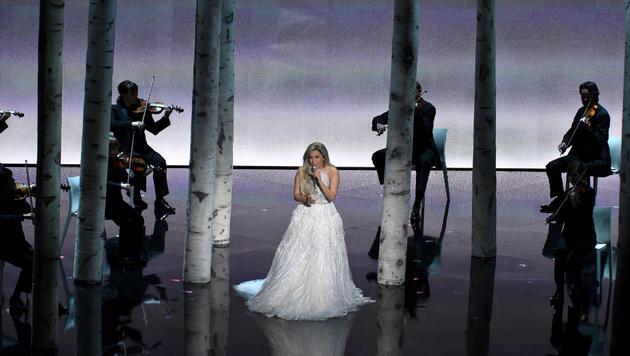 """Lady Gaga präsentiert ein Medley der bekanntesten Melodien aus """"Sound of Music"""". (Bild: AP)"""