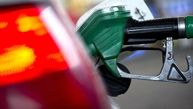 Österreichs Grüne fordern höheren Dieselpreis (Bild: dpa/Arno Burgi)