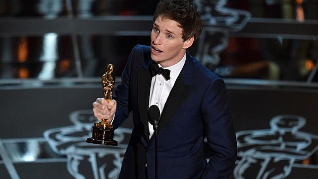 """Eddie Redmayne bekam den Preis als """"Bester Hauptdarsteller"""". (Bild: John Shearer/Invision/AP)"""