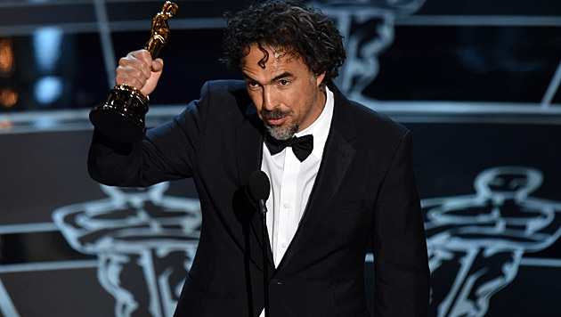 """Alejandro G. Iñárritu darf den Goldjungen für die """"Beste Regie"""" für """"Birdman"""" mit nach Hause nehmen. (Bild: John Shearer/Invision/AP)"""