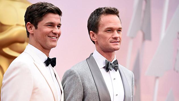 Oscar-Moderator Neil Patrick Harris und sein Ehemann David Burtka (Bild: Jordan Strauss/Invision/AP)