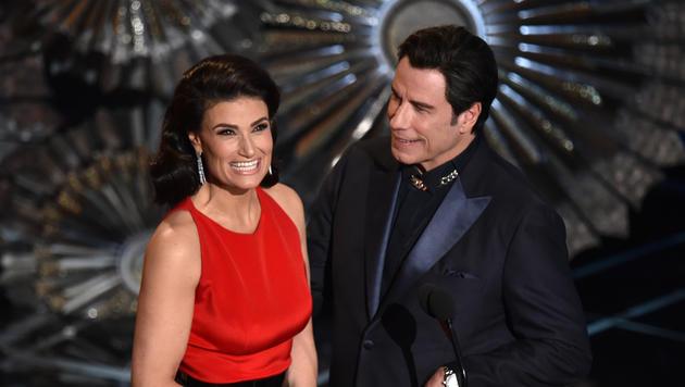 Idina Menzel und John Travolta (Bild: AP)