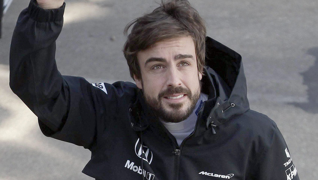 Fernando Alonso dachte, er sei 13 Jahre alt (Bild: APA/EPA/ALBERTO ESTEVEZ)