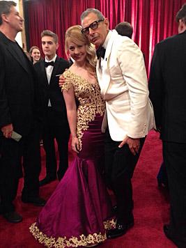 Iva Schell mit Jeff Goldblum am roten Oscar-Teppich. (Bild: Matt Sayles/Invision/AP, Privat)