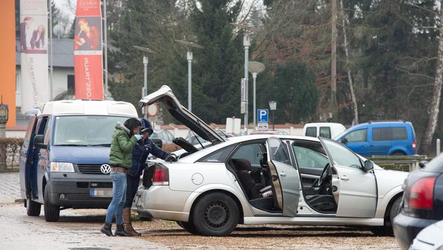 Peinlich für die Polizei: Die verhaftete den Falschen, filzte auch sein Auto! (Bild: fotokerschi.at/Werner Kerschbaummayr)