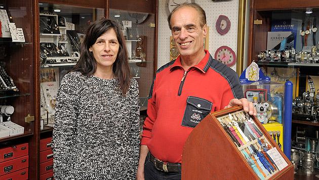 Juwelier Robert Trausnitz und Lebensgefährtin Christa wurden Opfer des Golddiebs. (Bild: Roland Holitzky)