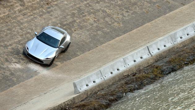 James Bonds silberfarbener Aston Martin (Bild: AFP/TIZIANA FABI)