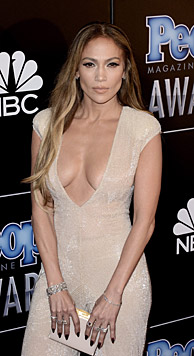 Jennifer Lopez' Assistent ist auch ein 'Nippel-Zwicker'. Man kann sich Schlimmeres vorstellen... (Bild: APA/EPA/PAUL BUCK)