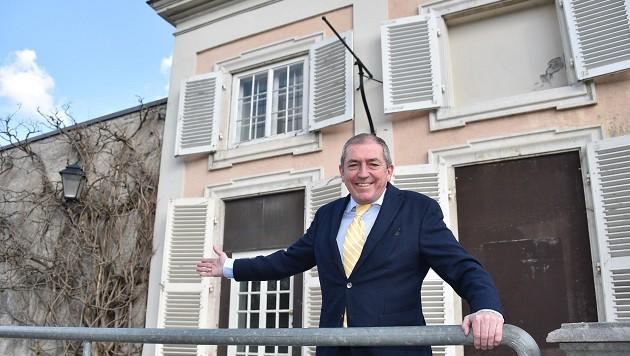 Bürgermeister Heinz Schaden präsentiert die Barock-Villa als Heimat für das Trapp-Museum. (Bild: Wolfgang Weber)
